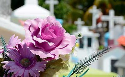 Contratar seguro de decesos o pagar el entierro, ¿qué es mejor?
